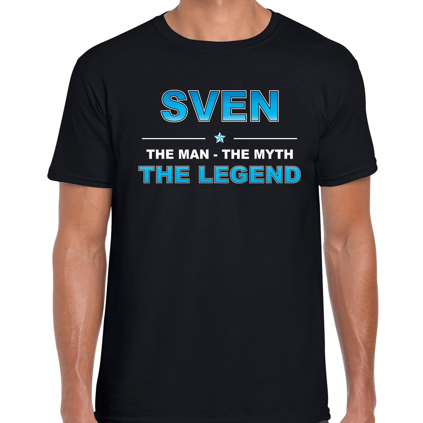 Naam cadeau t-shirt Sven - the legend zwart voor heren