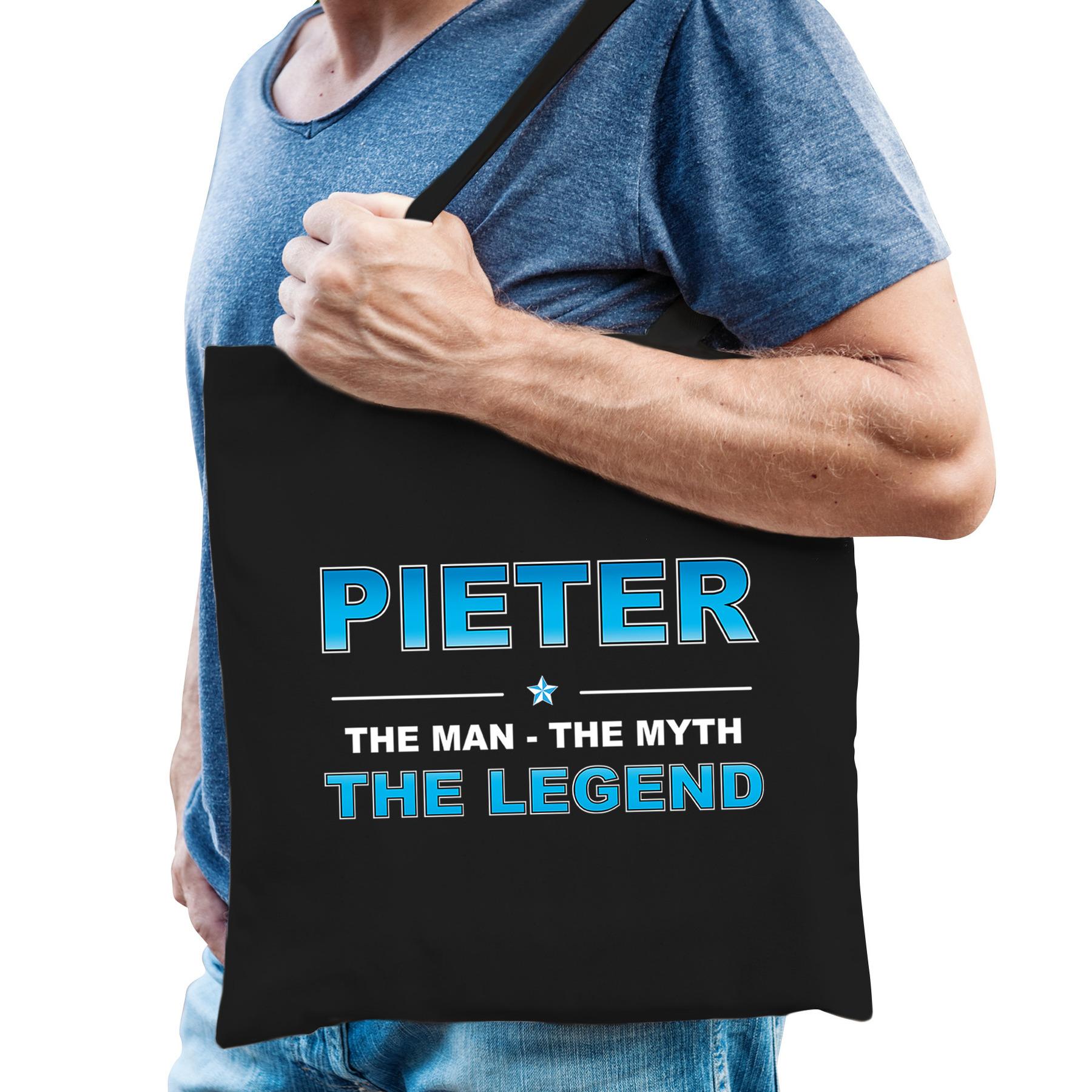 Naam cadeau tas Pieter - the legend zwart voor heren